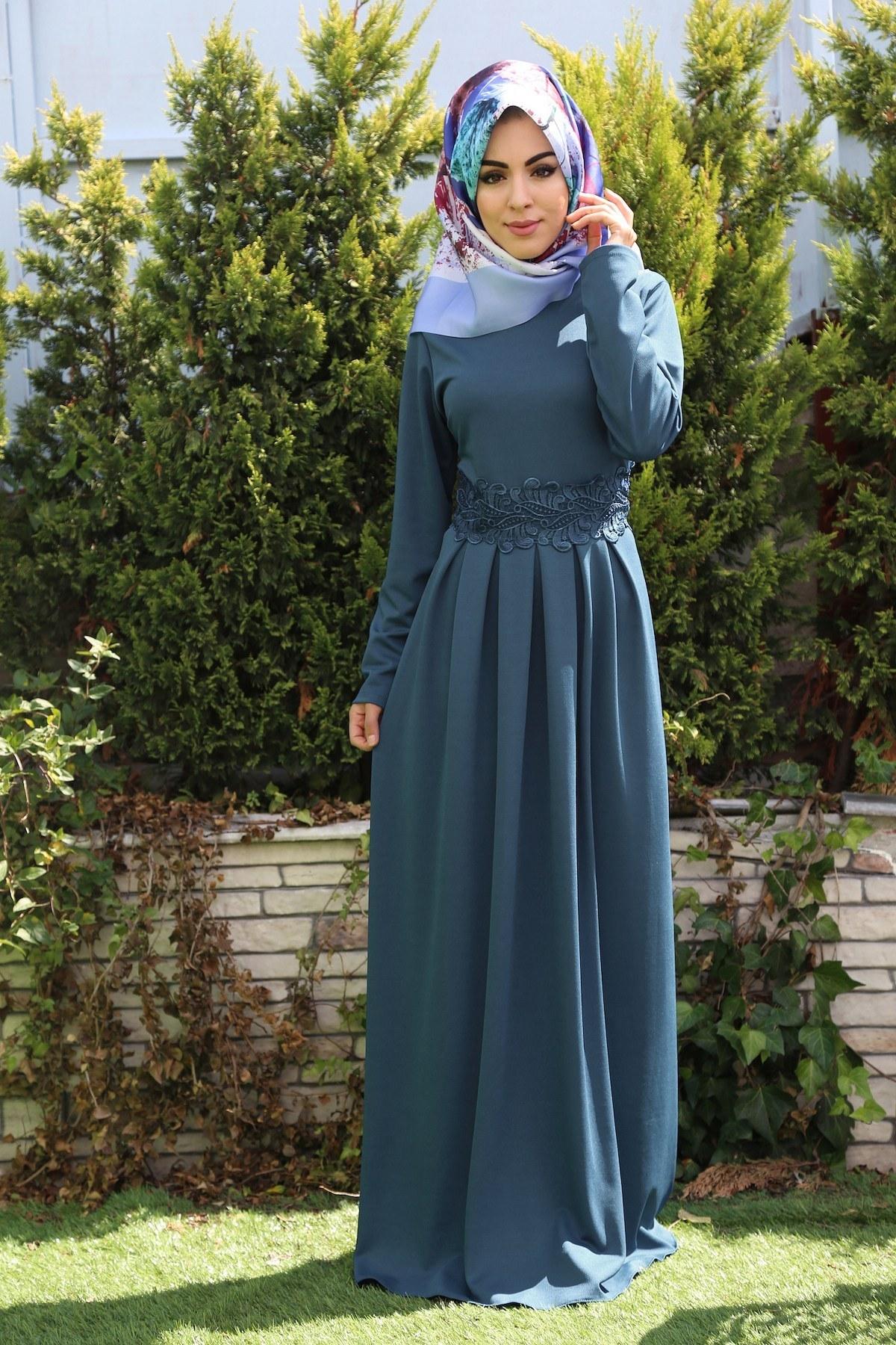 1835db313e12f Tesettür Giyimde Elbise Modelleri